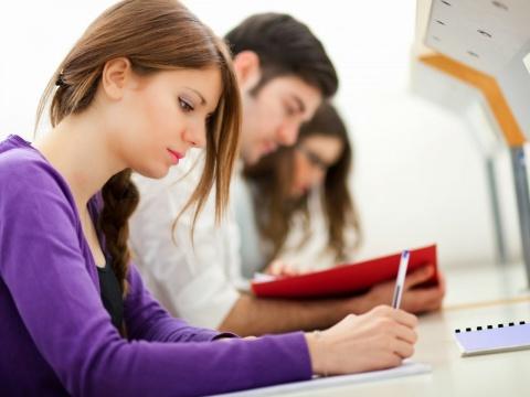 Elméleti ismeretanyagok elsajátítása OKJ képzés keretében